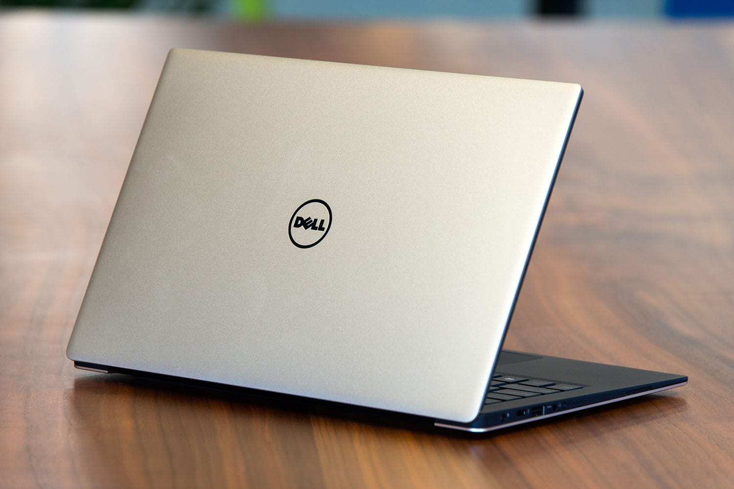 dell-xps-13-gold-lid2-3-1500×1001-1